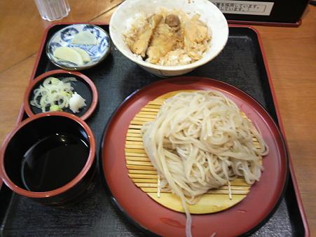 遅いらんちタイムは、会津若松駅構内の郷土料理店・一會庵でざるそば...
