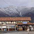 雪景色と綿内駅
