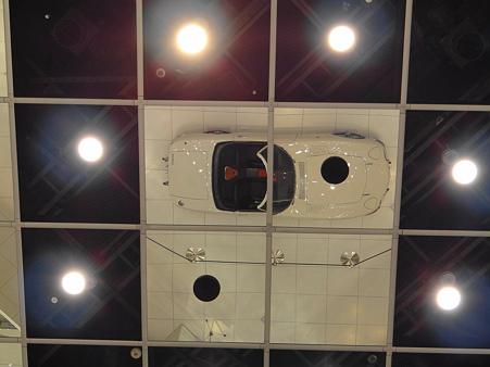 天井に映る2000GT
