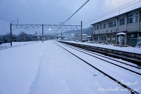 朝の駅 雪景色 NEX-5 E18-55OSS