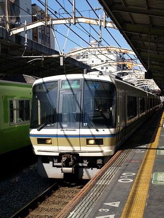221系(今宮駅)