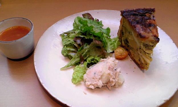 梅田でランチ♪キッシュ、めっちゃおいしかった~。また食べたい。
