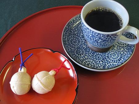 和菓子に珈琲